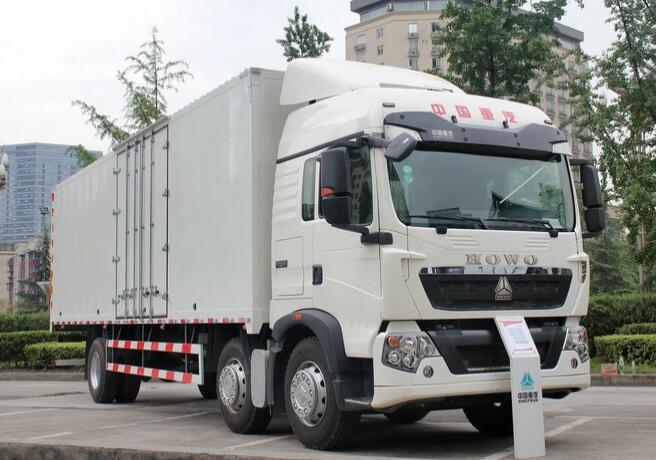 中国重汽 HOWO T5G重卡 310马力 6X2 9.52米厢式载货车